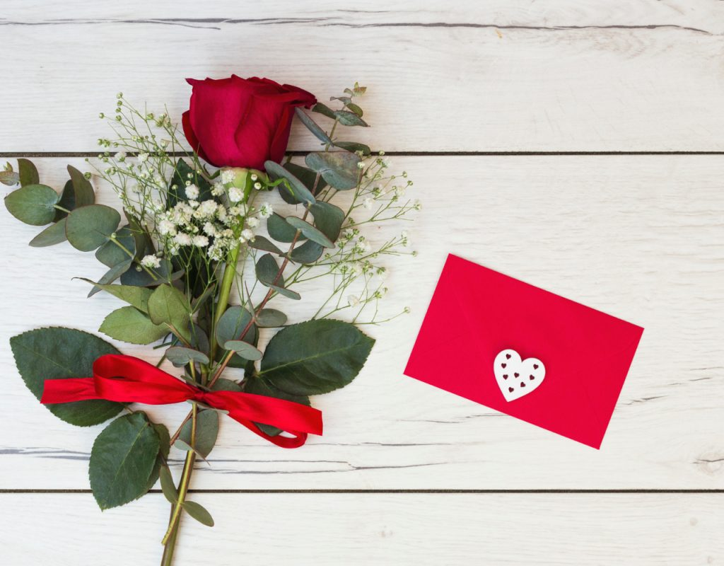 romantic-greeting-card-with-red-rose